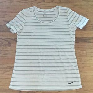 The Nike Dry Women's Training T-Shirt size M